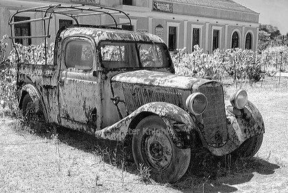 Vintage Wine Delivery B&W 